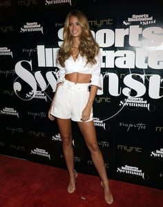 [1143151458] SI Swimsuit On Location Closing Party.jpg