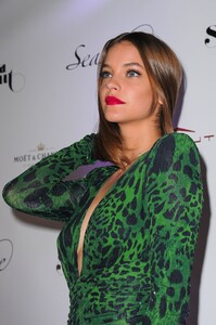 [1148348360] SI Swimsuit On Location After Party.jpg