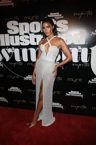 [1143151506] SI Swimsuit On Location Closing Party.jpg