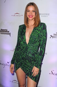 [1148348436] SI Swimsuit On Location After Party.jpg