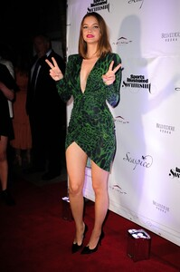 [1148348462] SI Swimsuit On Location After Party.jpg
