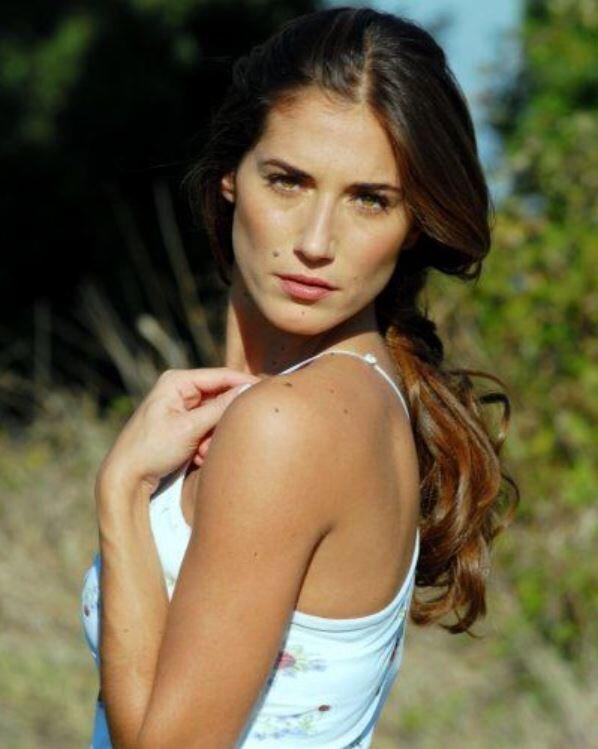 https://www.bellazon.com/main/uploads/monthly_2019_05/346490570_EleonoraSiro452.JPG.29484e54e1dfb8aa9d75cb3fdda41b28.JPG