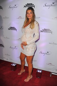 [1148375977] SI Swimsuit On Location After Party.jpg