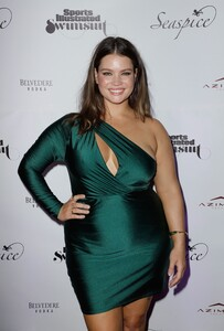 [1142932966] Sports Illustrated Swimsuit Celebrates 2019 Issue Launch At SeaSpice.jpg