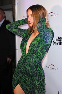 [1148348326] SI Swimsuit On Location After Party.jpg