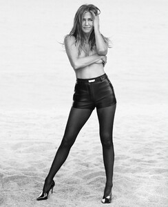 Aniston-HB_June_2019_4.jpg