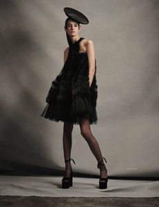 Komarovski_Vogue_Germany_April_2019_04.thumb.png.2ee058195d3790836e52c77232f3f4d1.png