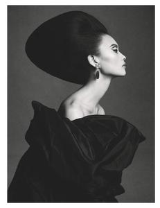 Sadli_Vogue_UK_March_2019_04.thumb.png.137e27cccabdbfa961a0c166dd8b0a50.png