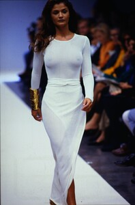 fashion-photography-archive-image-work-image----batch1----fullSize----103942_103942-24_0012_fs.jpg.thumb.jpg.702c7930f33b72fee23f180cd9a992fe.jpg