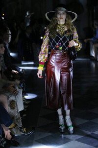gucci-resort-2020-fashion-show-the-impression-007.thumb.jpg.46fe06f6a69785f0c9aa0b92b2e38a6b.jpg