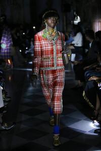 gucci-resort-2020-fashion-show-the-impression-021.thumb.jpg.20dbd4eb8a3dfe4bdd93a6d6edf06049.jpg