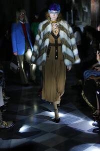 gucci-resort-2020-fashion-show-the-impression-036.thumb.jpg.8caab61fc4dd1dc4d4298d8f670a9d10.jpg