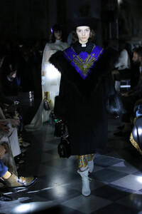gucci-resort-2020-fashion-show-the-impression-058.thumb.jpg.e767cf5db0bfb1af474ad320d265d30d.jpg