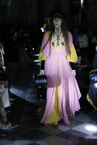 gucci-resort-2020-fashion-show-the-impression-074.thumb.jpg.5536fc299c4ec73f739096ae4598200b.jpg