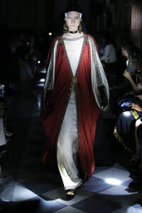 gucci-resort-2020-fashion-show-the-impression-086.thumb.jpg.8351093c67fc564a012aba0396c24c16.jpg