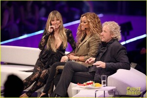 heidi-klum-joined-by-tyra-banks-fiance-tom-kaulitz-at-germanys-next-top-model-live-final-13.jpg