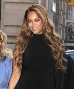 tyra-banks-outside-build-series-in-nyc-05-08-2019-6.jpg