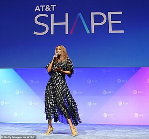 15138004-7171507-Her_look_Tyra_was_styled_in_a_black_dress_adorned_with_silver_me-a-28_1561270993115.thumb.jpg.20b45910295ca9b0b76860522a79541f.jpg