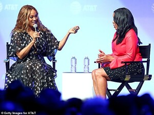 15138006-7171507-Joining_the_America_s_Next_Top_Model_host_was_Michelle_Ebanks_th-a-29_1561270993226.thumb.jpg.34d95156dc4810469399af0b2d866781.jpg