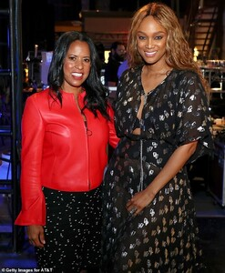 15138008-7171507-Glam_mom_The_mother_of_son_York_Asla_wore_her_hair_down_and_curl-a-30_1561270993248.jpg