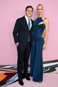 Karolina+Kurkova+CFDA+Fashion+Awards+Arrivals+gbSvjn22E62x.jpg