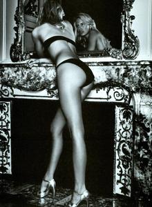 Cayley_Vogue_Italia_October_2003_02.thumb.png.253bade2baba22a4d8c32c080b215a1d.png