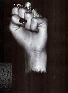 Cayley_Vogue_Italia_October_2003_03.thumb.png.714234c9d917116816ae27cde647ad63.png