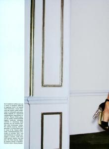 Cayley_Vogue_Italia_October_2003_04.thumb.png.f339557835fcdf52fa6679b308140231.png