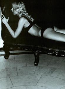 Cayley_Vogue_Italia_October_2003_06.thumb.png.a1e542ef42c58786c5b422051e98cb45.png