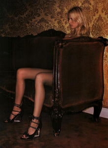 Cayley_Vogue_Italia_October_2003_08.thumb.png.a189628a1c678788c3c2ce28dad1a20c.png