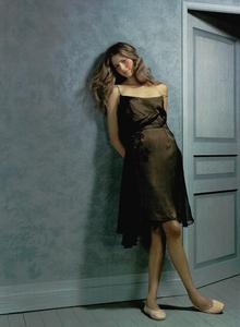 Collins_Vogue_Italia_October_2003_02.thumb.png.2f7371b587f69acb0b42a8a224afe196.png