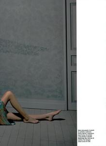 Collins_Vogue_Italia_October_2003_09.thumb.png.38ab06954994456dafea5aafef1b69ed.png