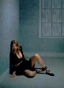 Collins_Vogue_Italia_October_2003_10.thumb.png.6c4d77b086478c83026cf18a3e358d0b.png