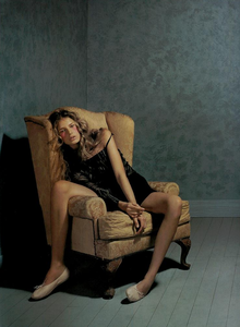 Collins_Vogue_Italia_October_2003_16.thumb.png.2c9757e41d453a54d2ff4cb4cacf0b27.png