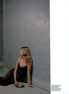 Collins_Vogue_Italia_October_2003_19.thumb.png.6dae7c2a57288181cb44c13626237053.png