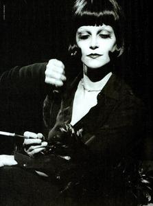 Milva_Watson_Vogue_Italia_November_1989_06.thumb.png.2ecdcc840909a9c8cc5791d2868a6013.png