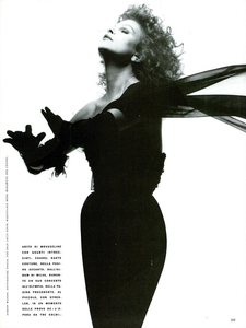 Milva_Watson_Vogue_Italia_November_1989_08.thumb.png.d401ce2619447db1e0c5d1665e263ac0.png