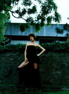 Saikusa_Vogue_Italia_October_2003_03.thumb.png.c753851ddd65eb47be2cccdc5d2c5c6c.png