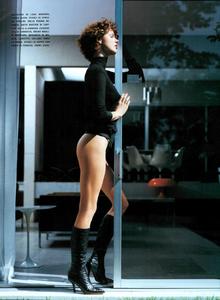 Saikusa_Vogue_Italia_October_2003_04.thumb.png.62436ba863466e6a2d80d01e45ff1aa1.png