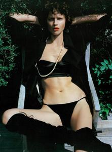 Saikusa_Vogue_Italia_October_2003_07.thumb.png.2381a66610cb777e383fe9b894735260.png