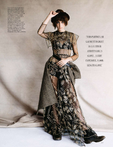 vogue-uk-2013-10-oct-3134.thumb.png.98b7f708dd25f98d4c9508470bb56c42.png