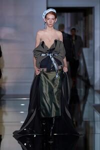 00005-Maison-Margiela-Couture-Fall-19.thumb.jpg.cd2cfc9a1eb4463b2fb5ffe56f1387c2.jpg