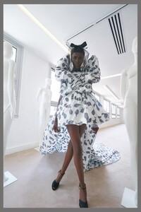 00019-Giambattista-Valli-couture-fall-2019.thumb.jpg.b6c22edf512817e66e90e63609134565.jpg