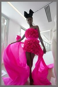 00022-Giambattista-Valli-couture-fall-2019.thumb.jpg.afd7f0f839f9ec9ca6578619cff4956a.jpg