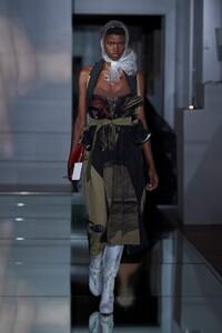 00027-Maison-Margiela-Couture-Fall-19.thumb.jpg.d2914812154849c617fc165292128a90.jpg