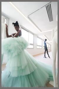 00030-Giambattista-Valli-couture-fall-2019.thumb.jpg.b77f4093401aff022871bde83746f70f.jpg