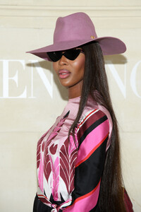 Naomi+Campbell+Valentino+Front+Row+Paris+Fashion+z5ItBuOjglOx.jpg
