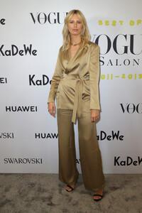 Karolina+Kurkova+Celebrate+40+years+Best+Vogue+-SeUfce5oUjx.jpg