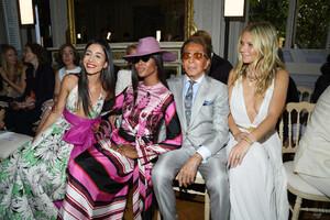 Naomi+Campbell+Valentino+Front+Row+Paris+Fashion+aFORDogYitix.jpg