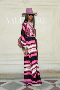 Naomi+Campbell+Valentino+Front+Row+Paris+Fashion+IKirI1tDb1Qx.jpg